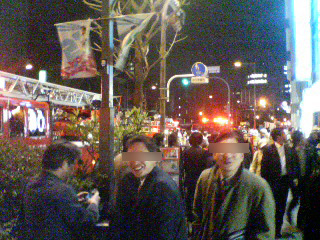 現場に到着した消防車