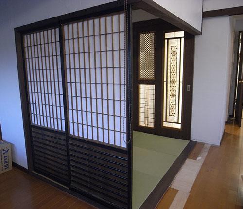 扉でもあり、引き込むと和室側の 美容室 旅館 ホテル マンション デザイ